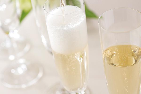 夏休み前夜祭!スパークリングワインが飲み放題【2018.7.16(月)〜31(火)】