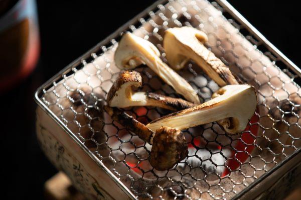 松茸と「龍勢」冷やおろしを味わう秋