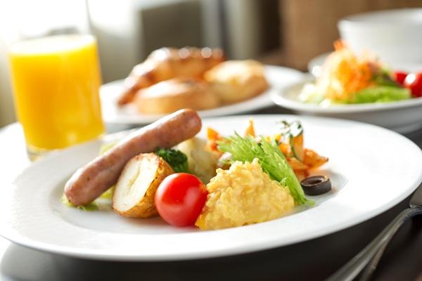 【朝食で元気をチャージ!】1日の始まりは、朝食から~朝食無料の特典~