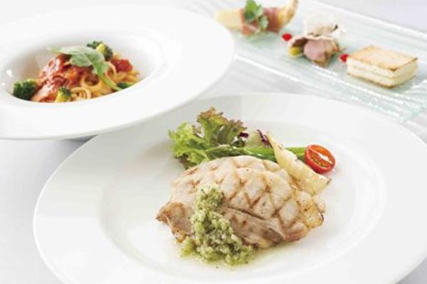 【宿泊限定ご優待】4つのレストランから選べるディナー(1ドリンク付)×プール&サウナ無料券(夕食付)